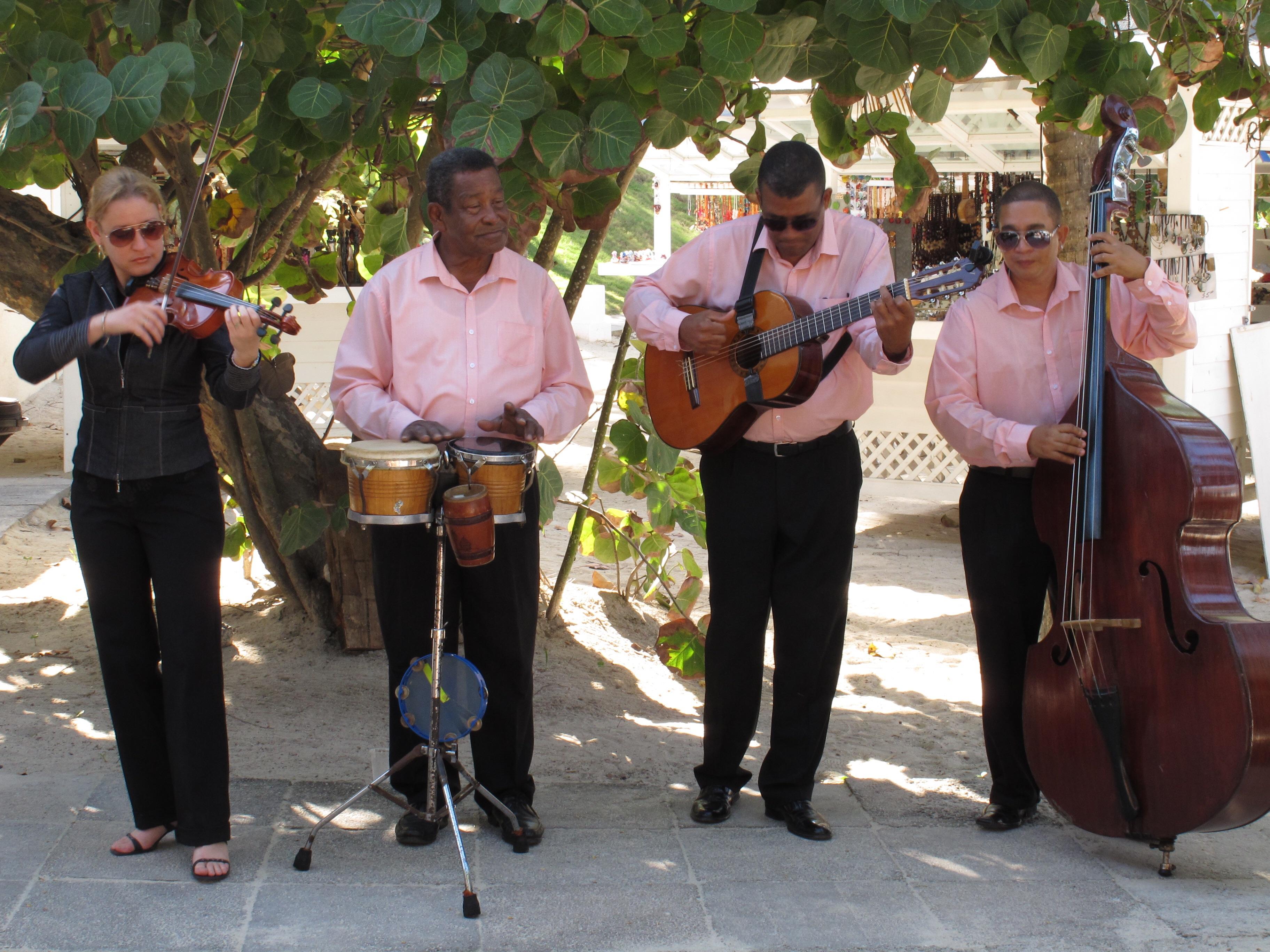 Grupo musicas típicas Hotel Meliá das Américas Varadero Cuba