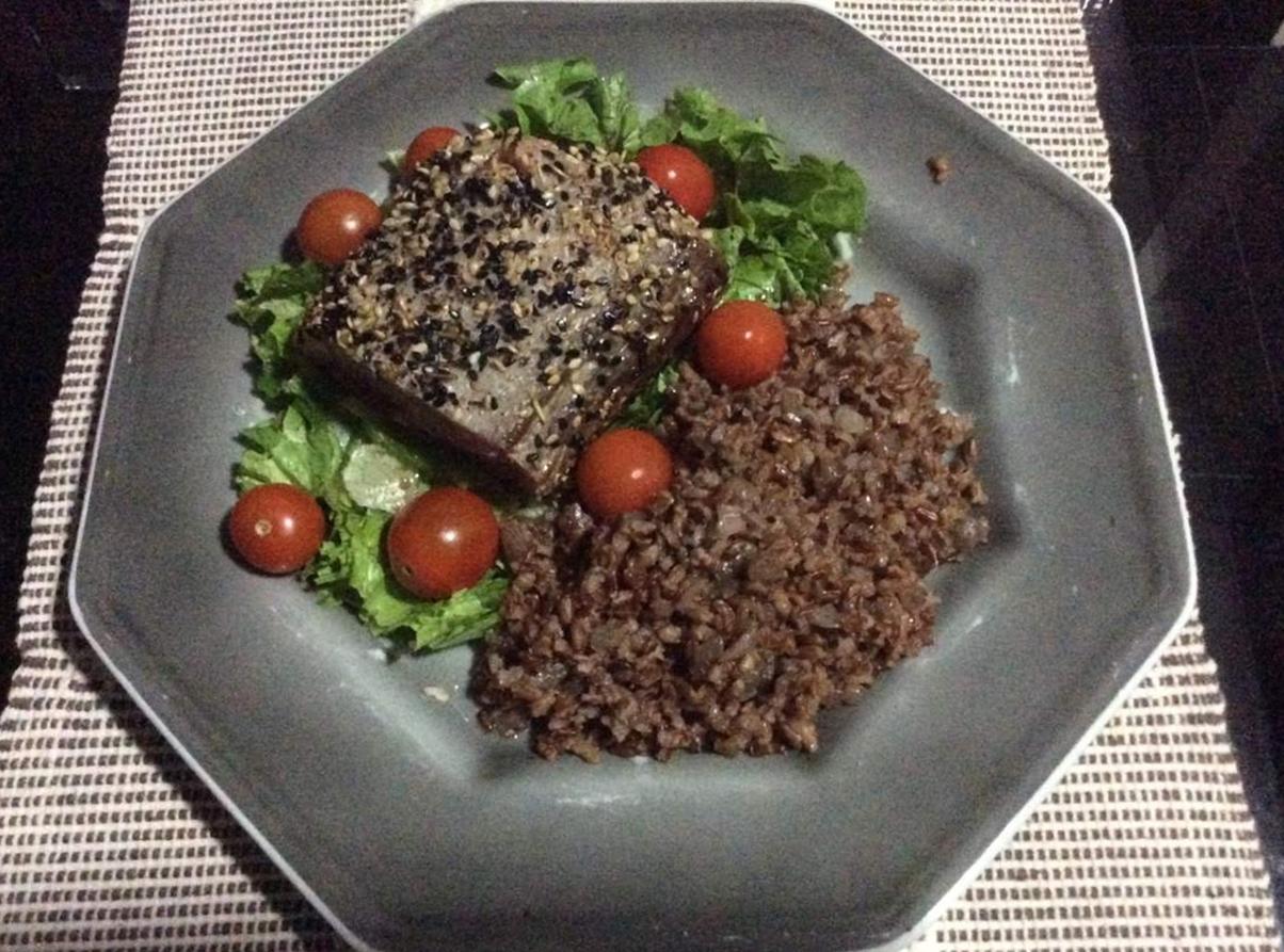 Atum Grelhado com Crosta de Gergelim Prato