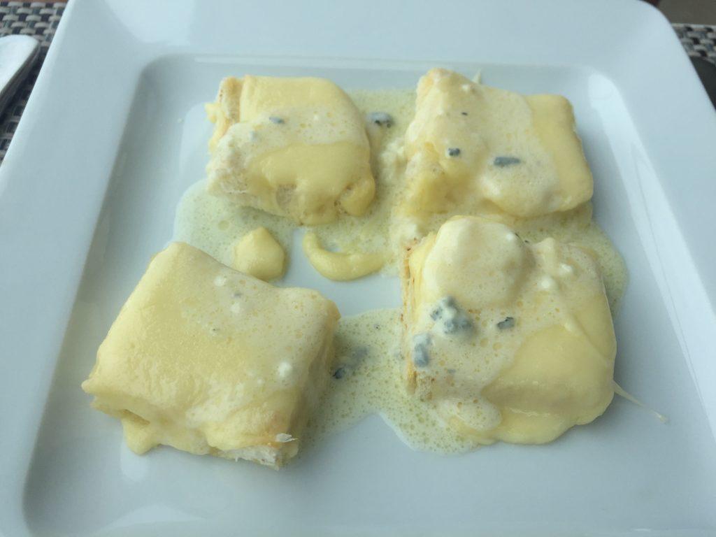Espaço 7zero6 Torradas com queijos canastra e roquefort