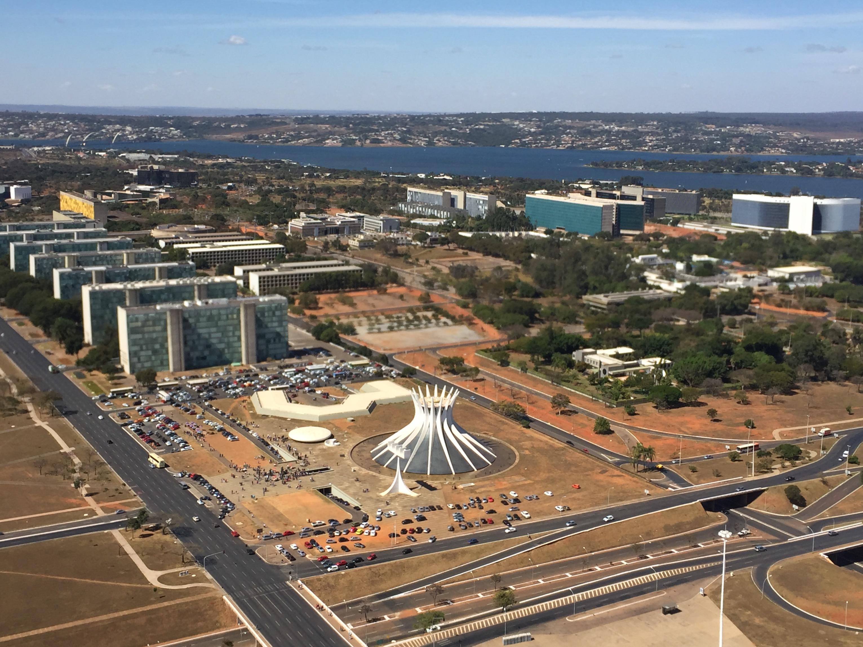 Vista de Brasília, do alto, destaque da Catedral Metropolitana