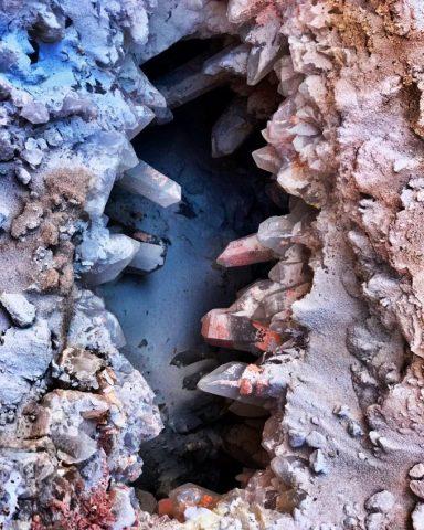 Garimpo de cristais em mina de Cristalina/GO