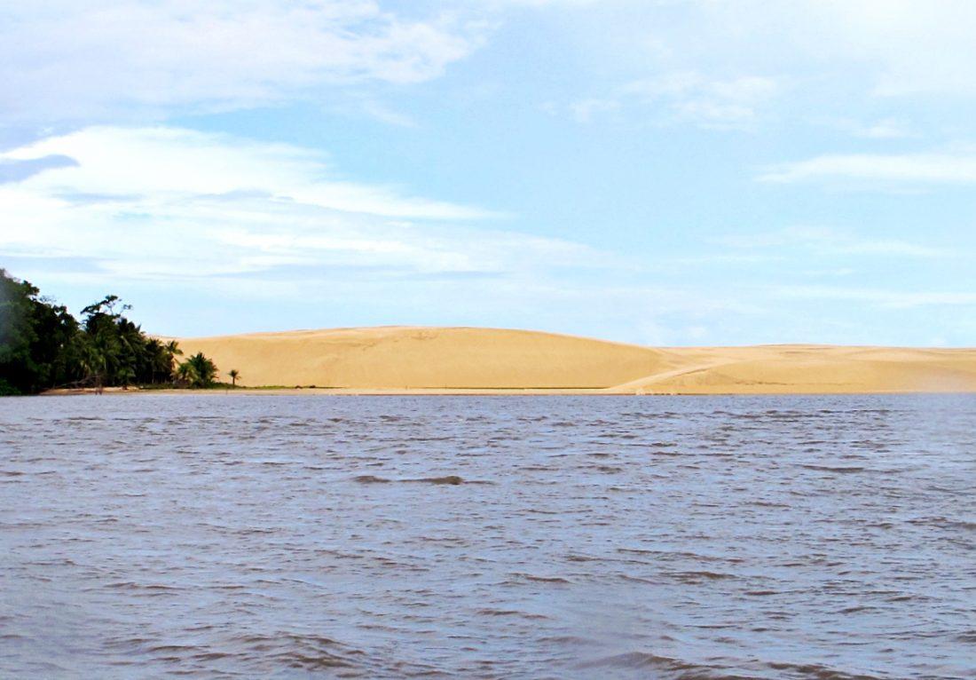 Lençóis Maranhenses - dunas no rio Preguiças