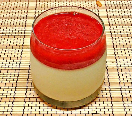 Panna Cotta com calda de morango, uma delícia!!!!