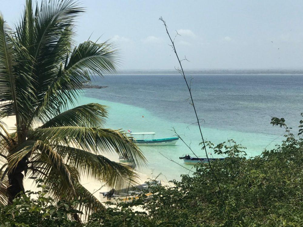 Isla Iguana - paisagem da praia vendo do museu
