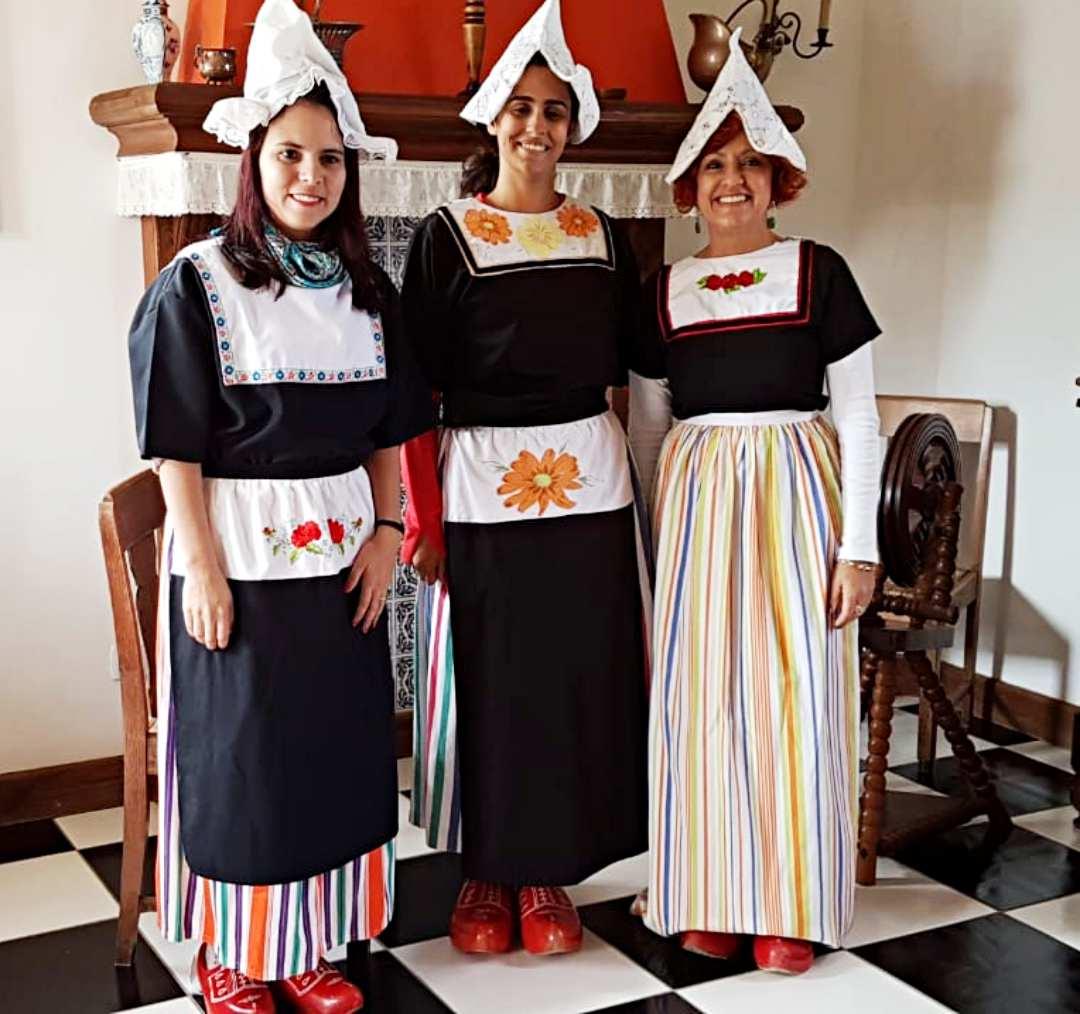 Carambeí - blogueiras de viagem vestidas de holandesas