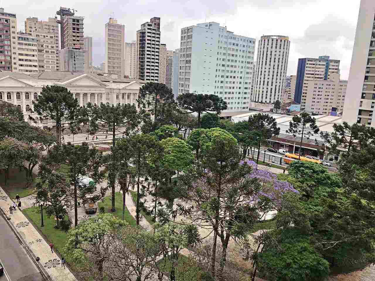 Praça Santos Andrade, vista dos apartamentos Mabu Business Hotel