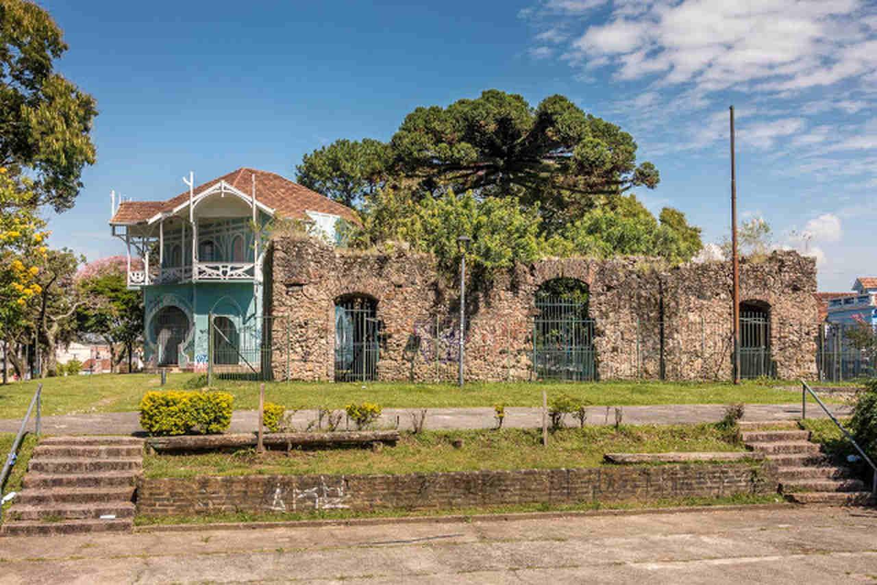 Como conhecer Curitiba em 42 atrações - Ruínas de São Francisco e Belvedere