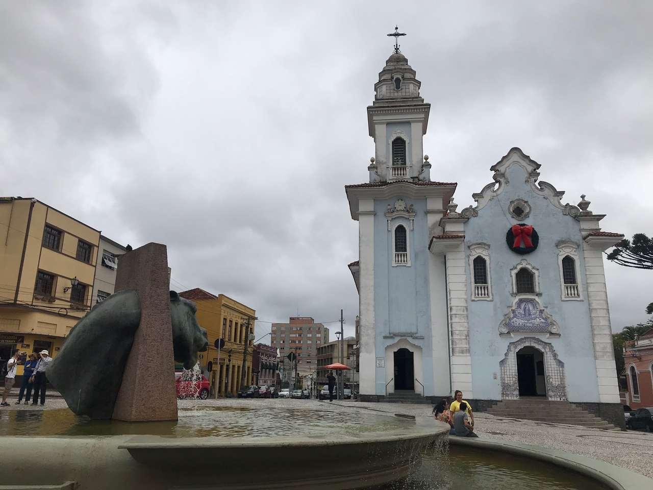 Como conhecer Curitiba em 42 atrações - Fonte da Memória e Igreja do Rosário