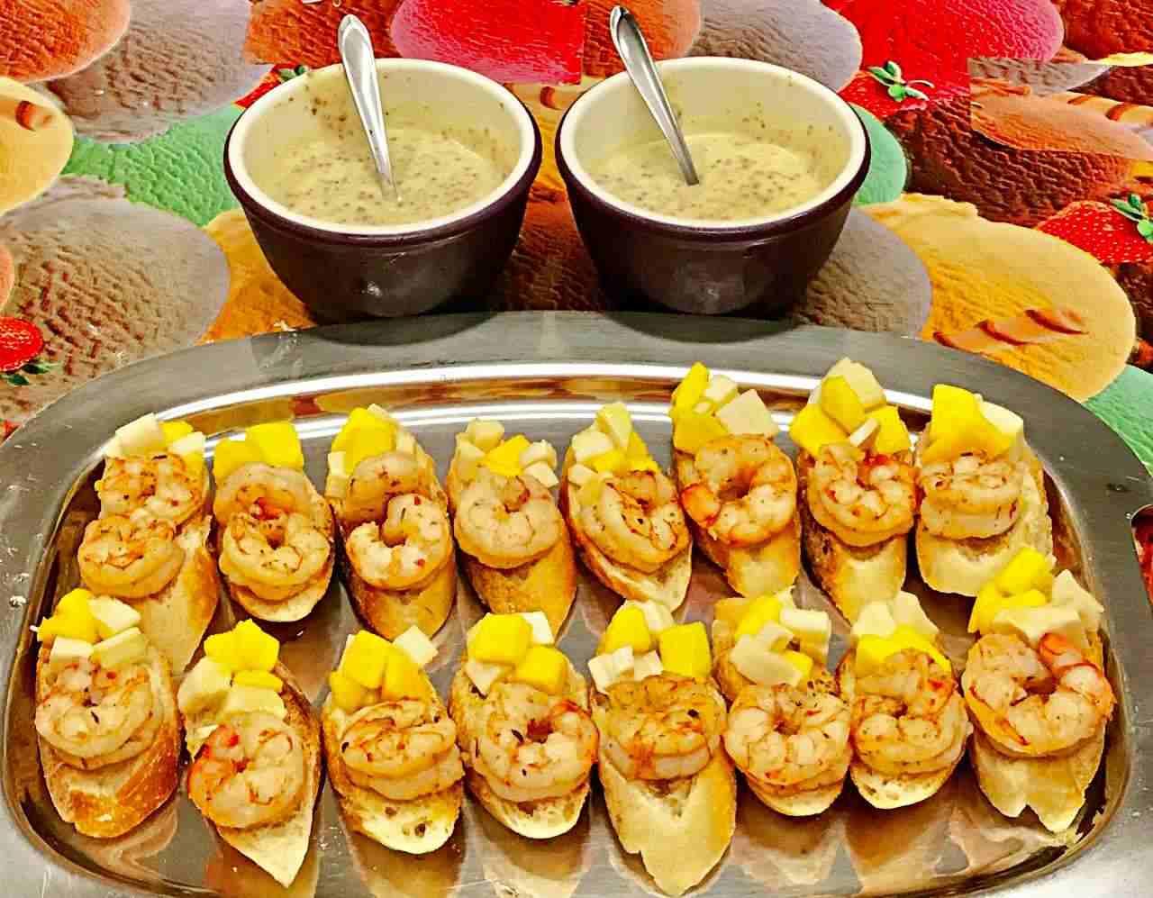Bruschetta de Camarão com Salada de Palmito e Manga