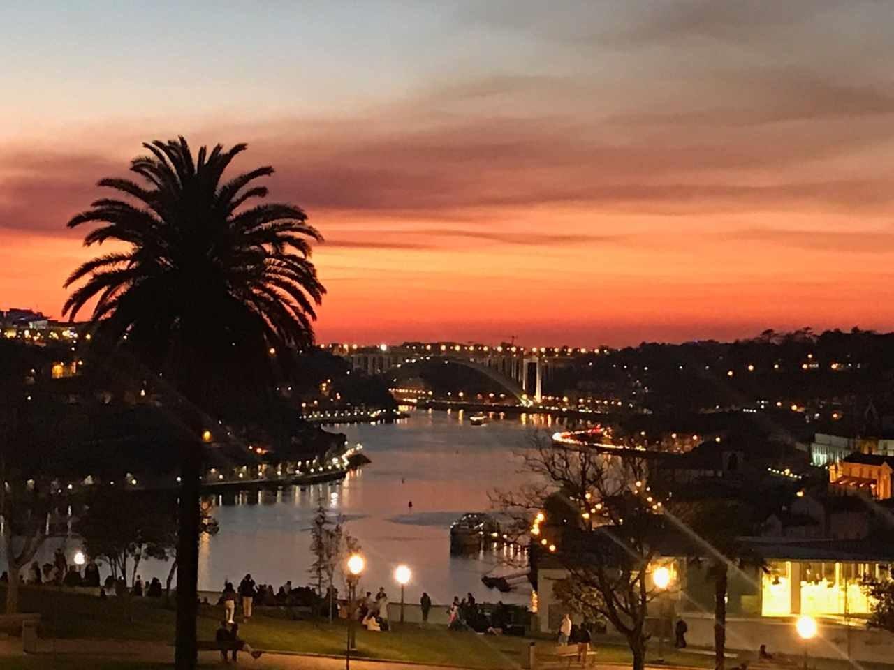 Vila Nova de Gaia e Porto - pôr-do-sol