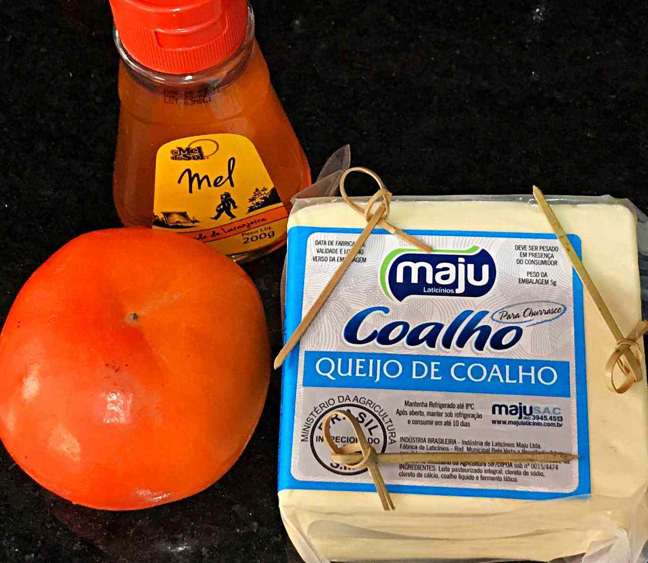 Canapés de queijo coalho caqui e mel - ingredientes