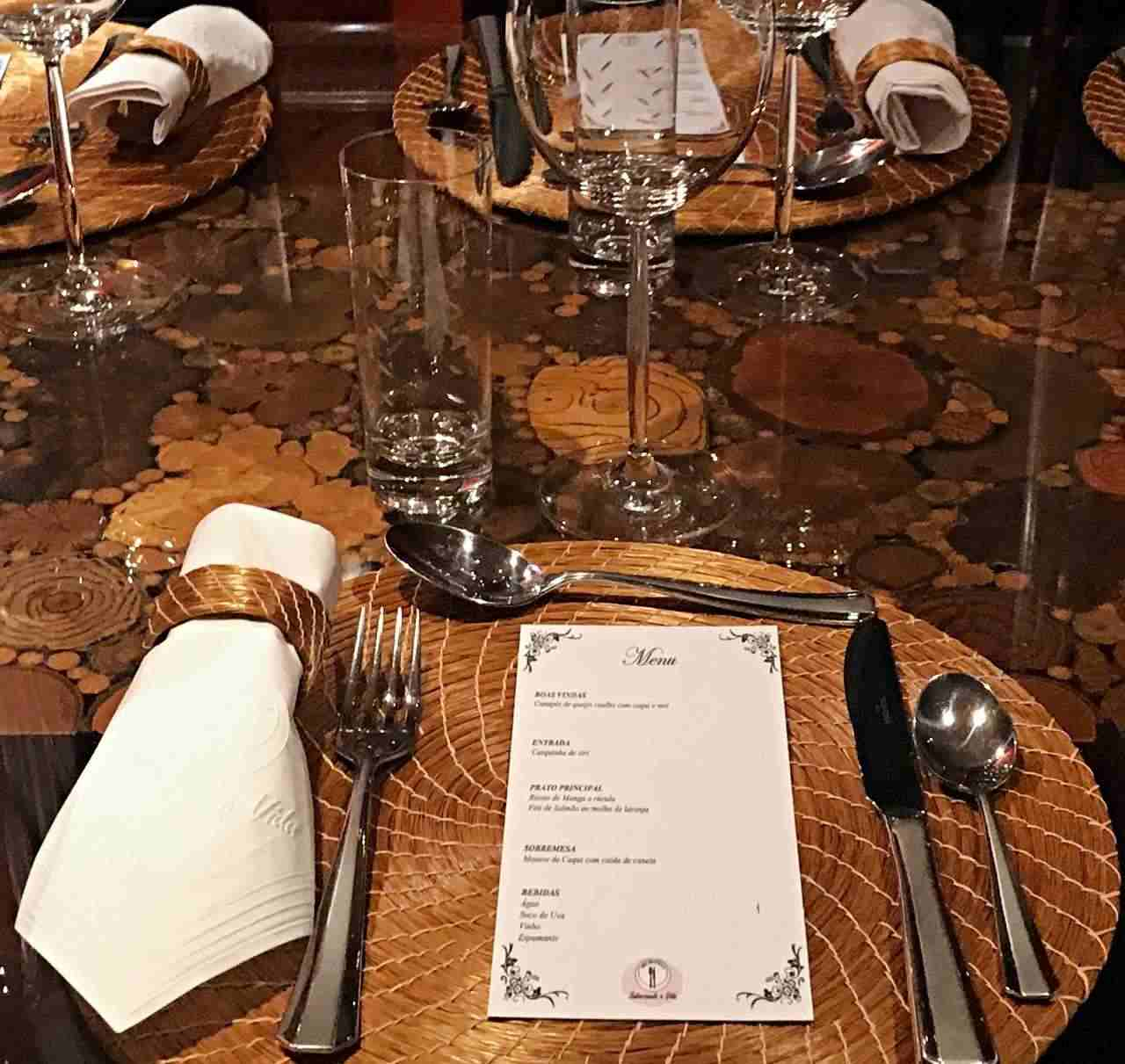 Mesa jantar com amigos - detalhes