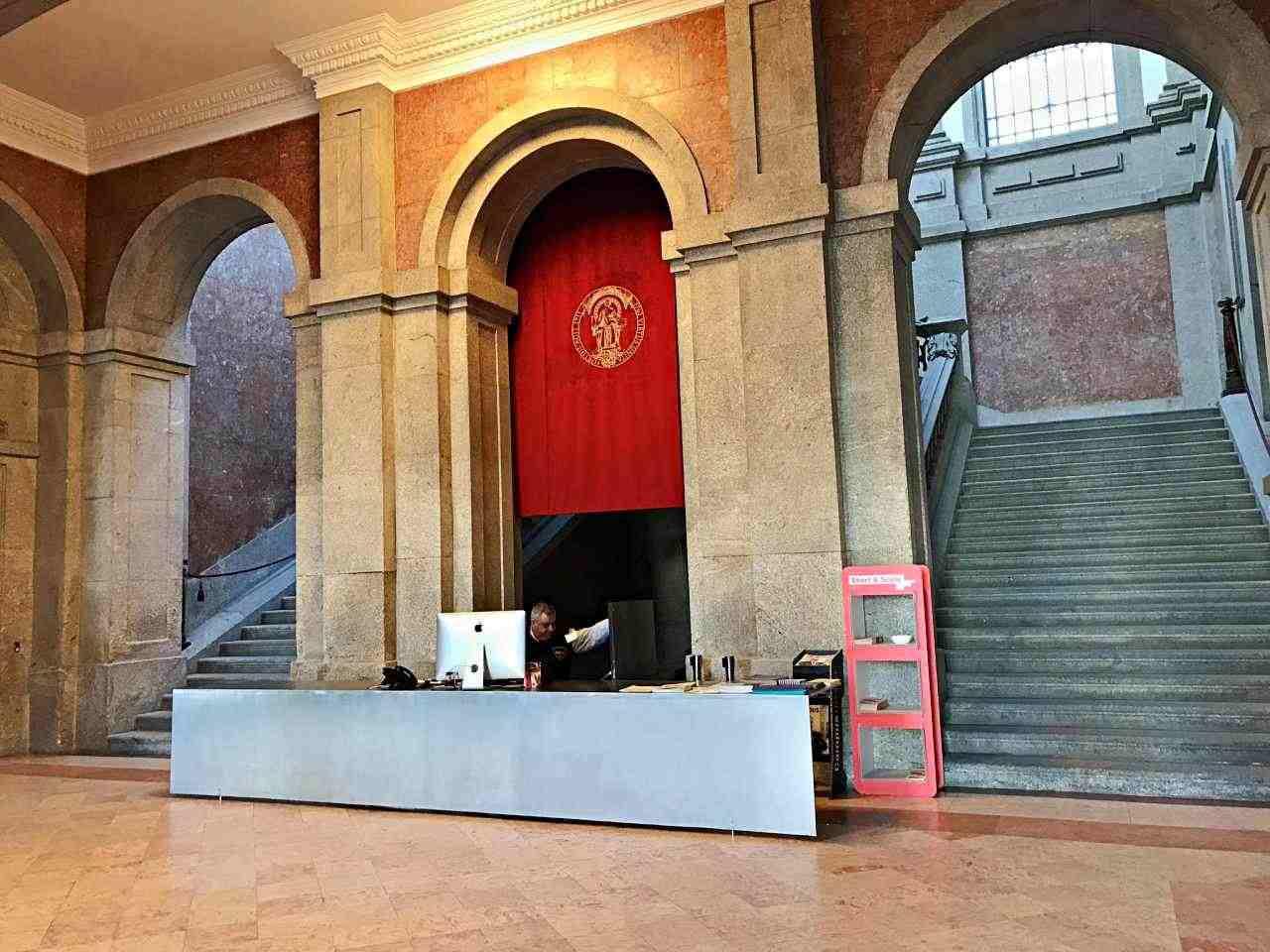 Hall da Reitoria da Universidade do Porto - o que fazer em Porto Portugal