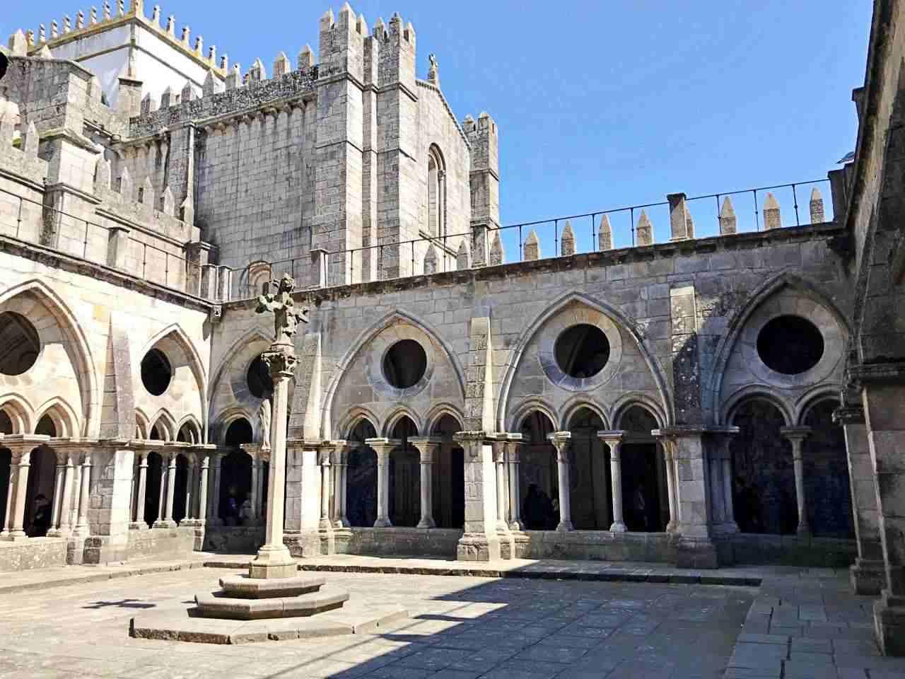 Pátio da Catedral da Sé - O que Fazer em Porto Portugal