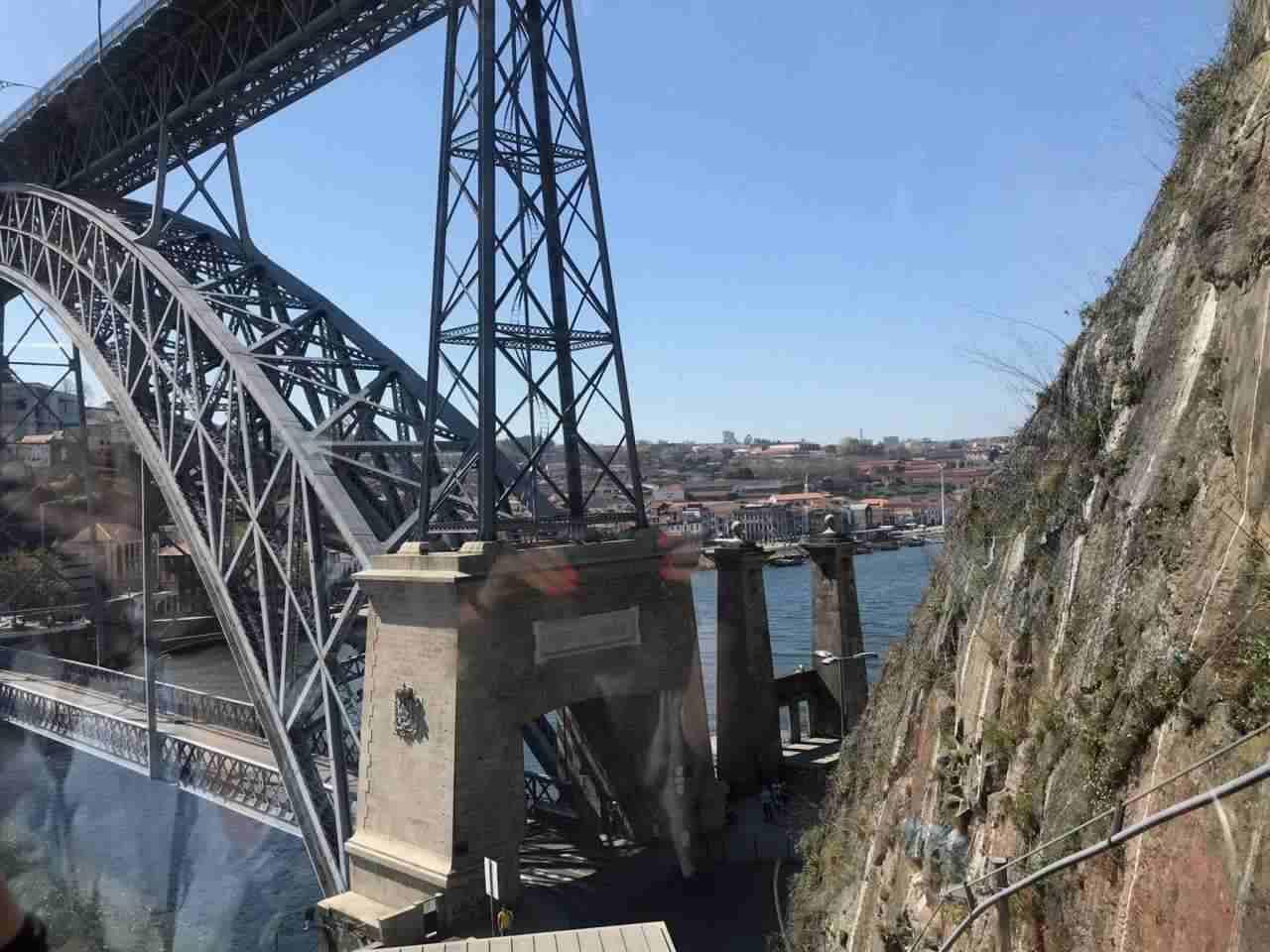 Vista subida no Funicular dos Guindais - O que fazer em Porto Portugal