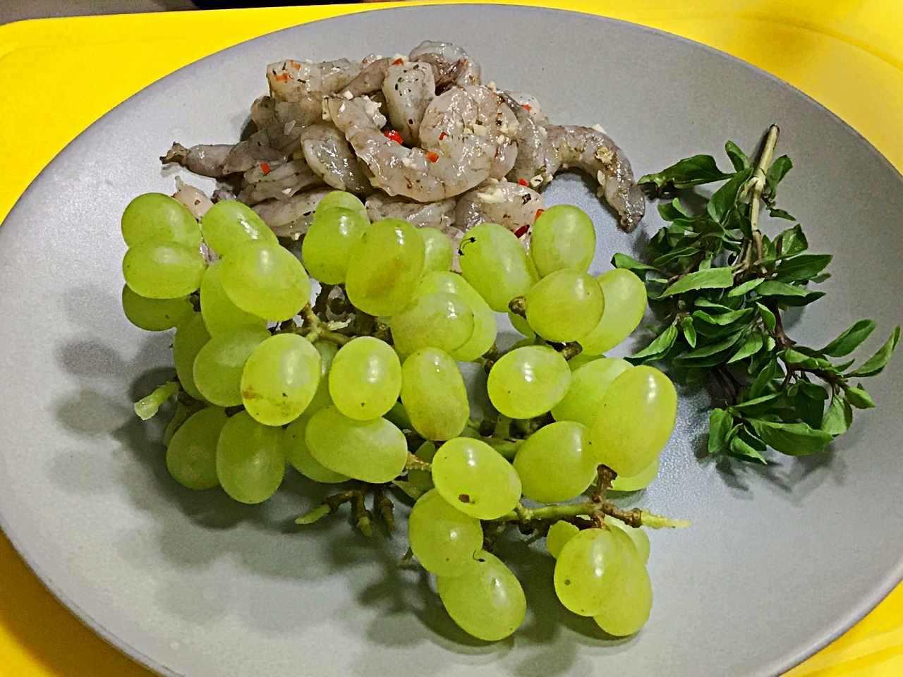 Canapé de camarão com uva verde - ingredientes