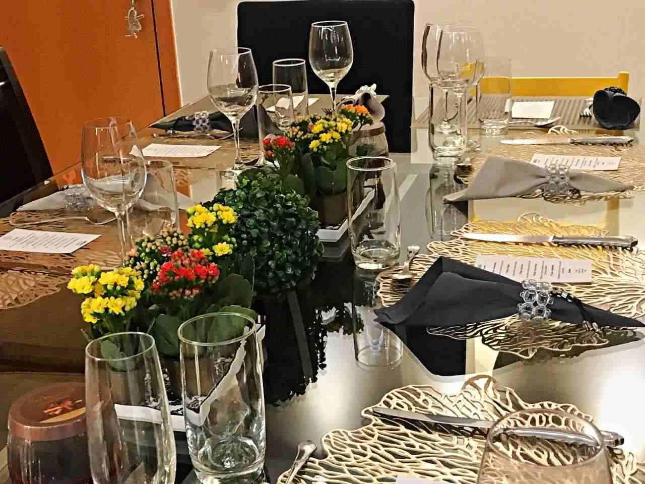 Mesa decorada jantar com amigos
