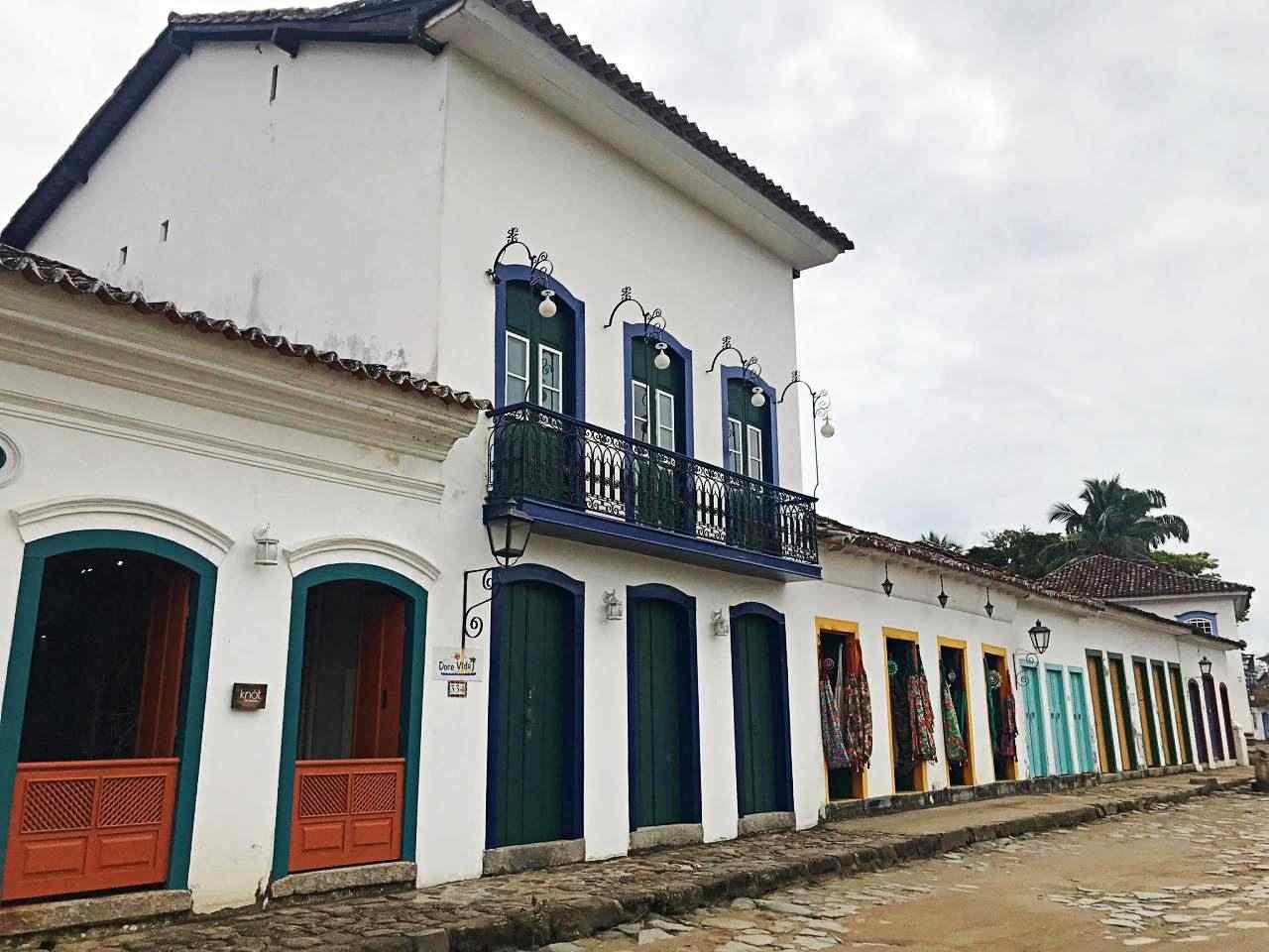 Casa colonial, muitas portas Paraty