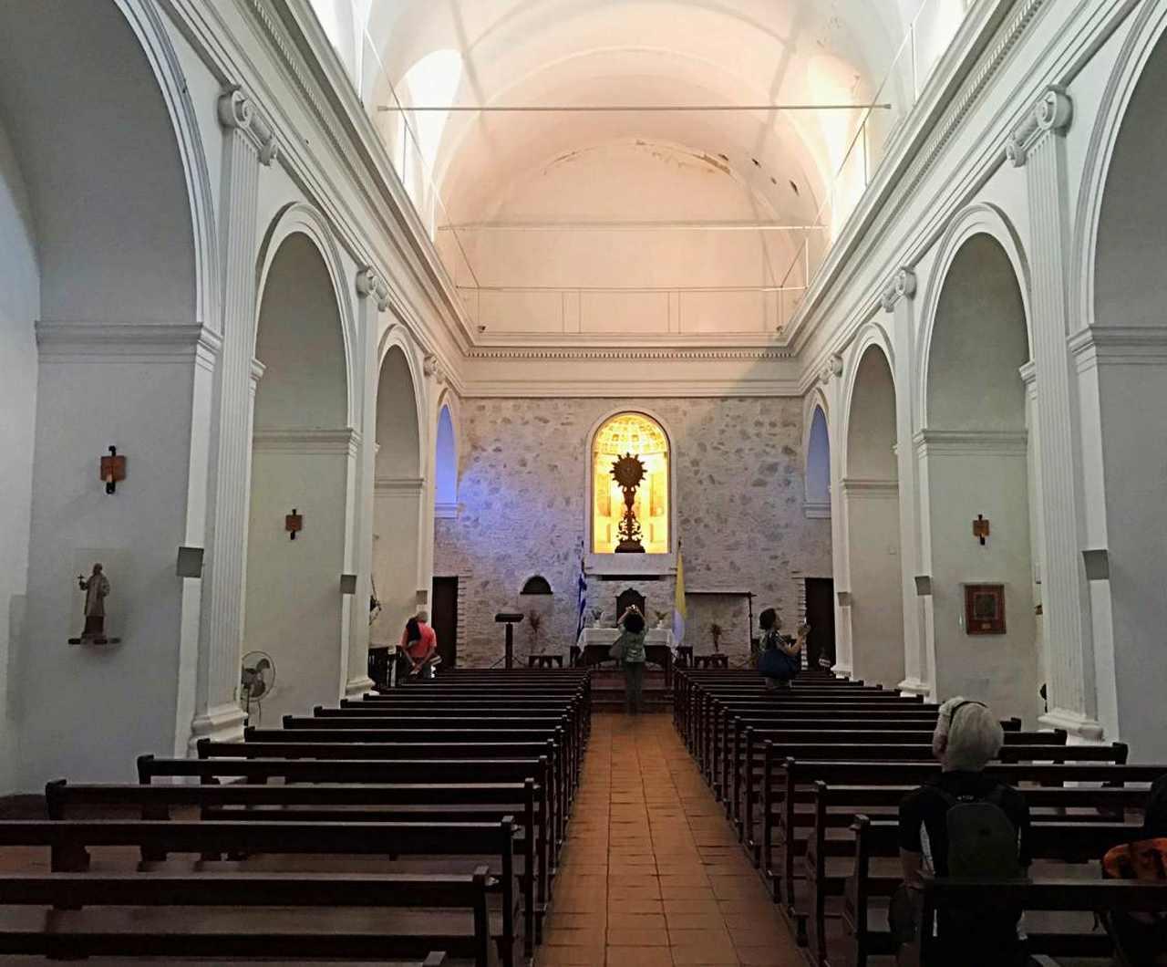 Interior da Basílica del Santissimo Sacramento