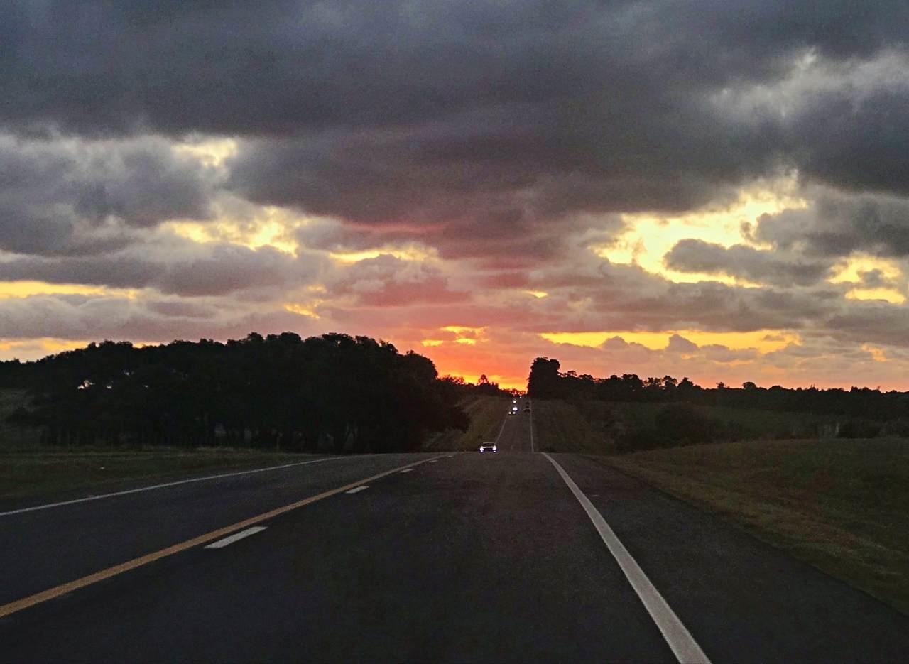 Pôr-do-sol, chegando a Colonia del Sacramento