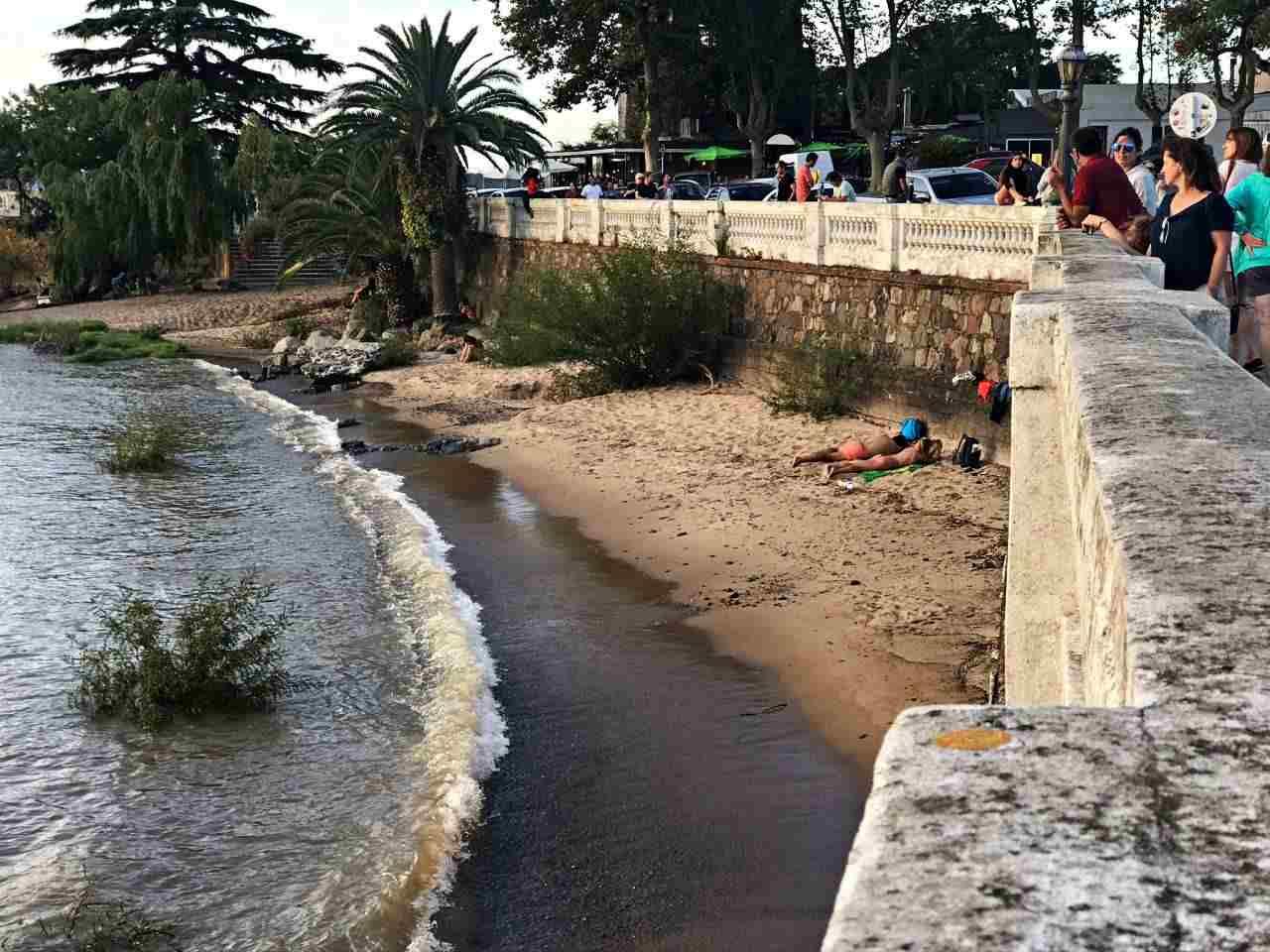 Praia na Rambla de Colonia del Sacramento
