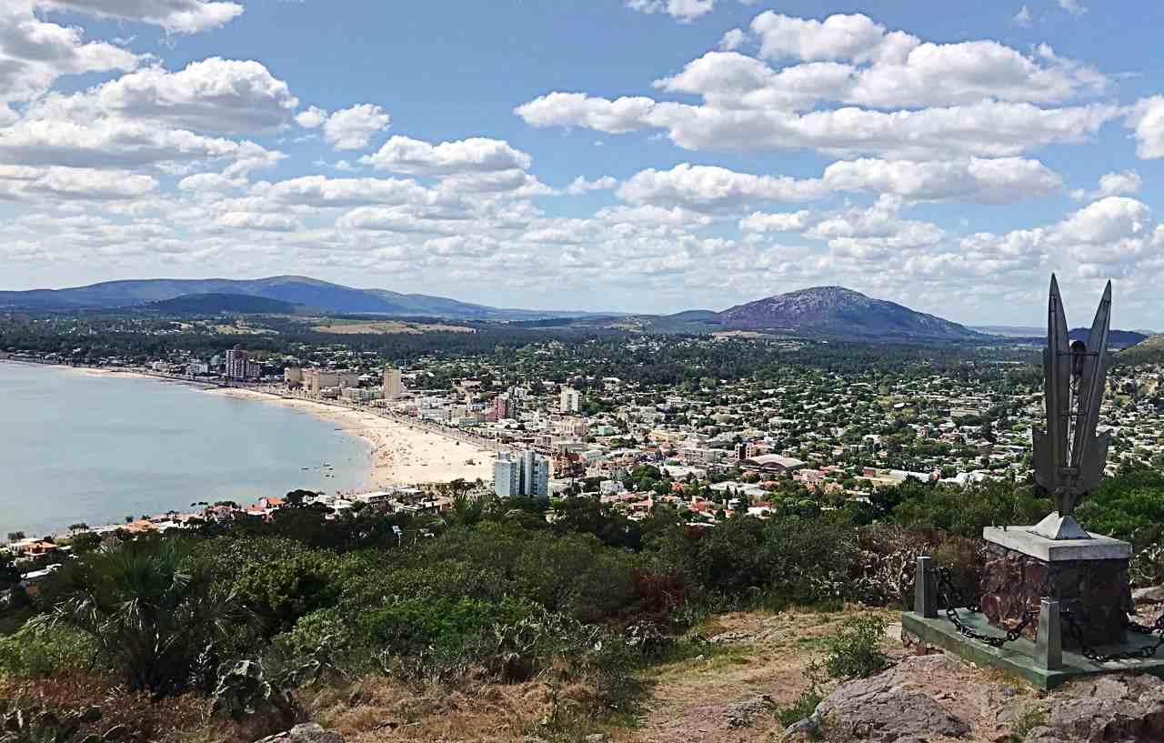 Cidade de Piriapolis, visão do alto do Cerro