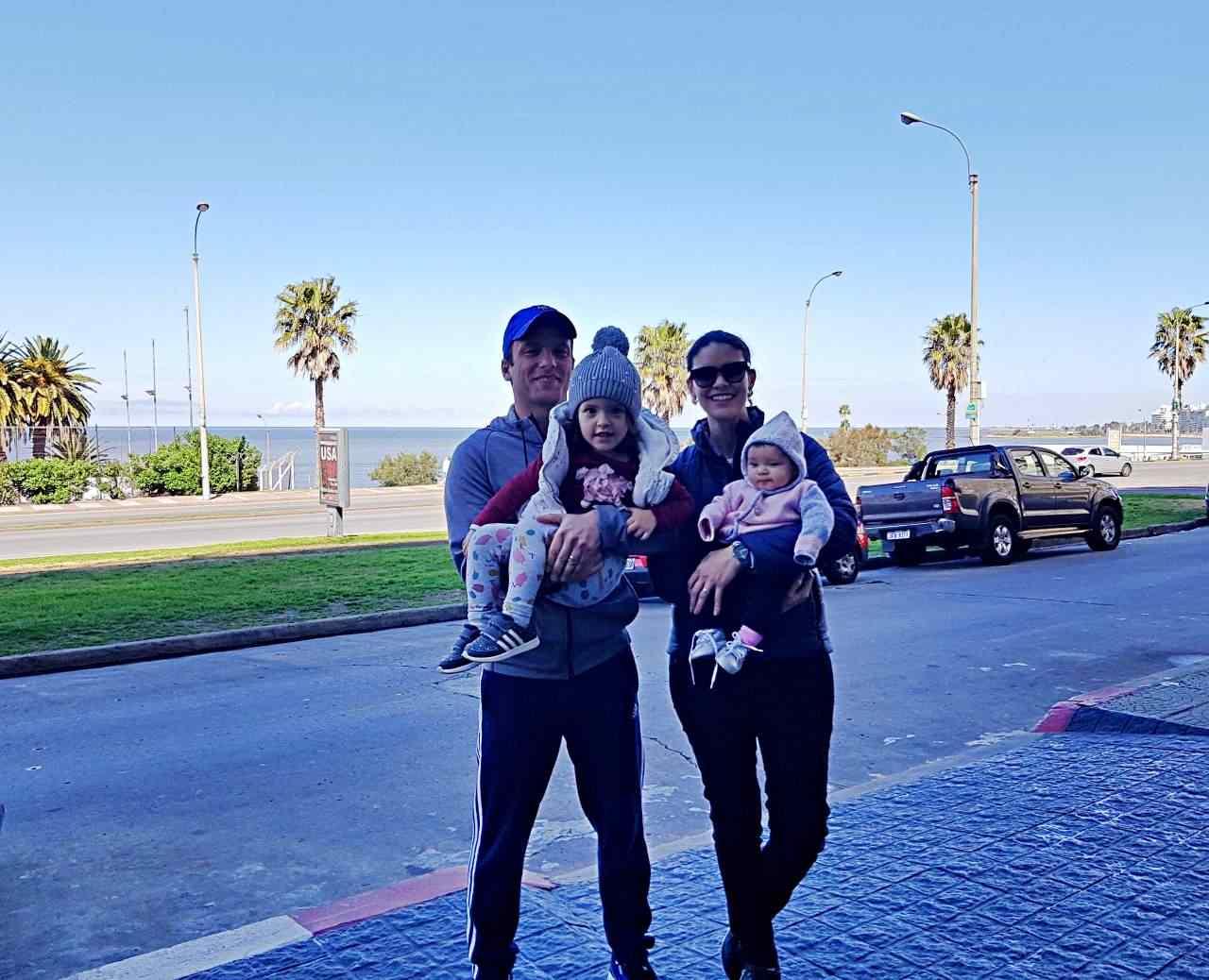 Marina e família na Rambla em Montevideo