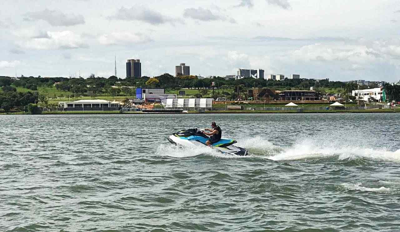 esportes aquáticos no Lago Paranoá