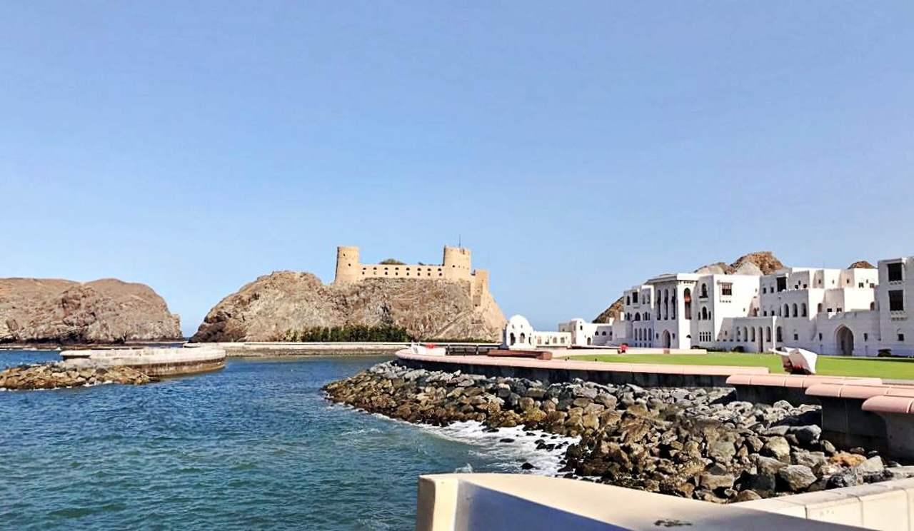 Palácio Al Alam e Forte Português
