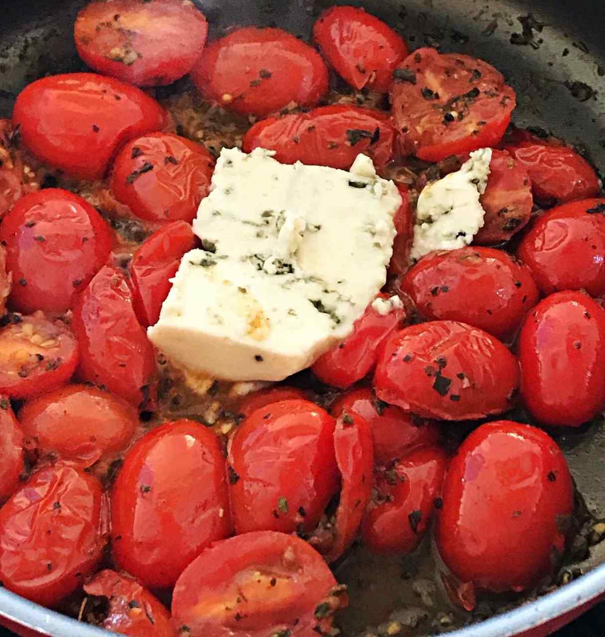 Confit de tomate cereja com queijo gorgonzola